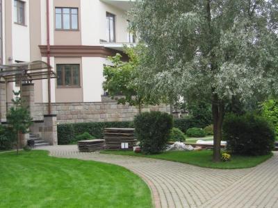 Продажа квартиры бизнес-класса 110 м2 Б. Озерная ул., д.77