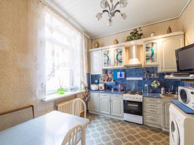 Продажа квартиры в старом фонде 70.5 м2 Невский пр., д.107
