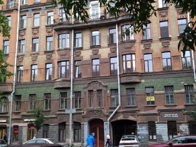 Продажа квартиры в старом фонде 195 м2 11-я линия, д.58