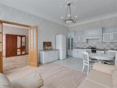 Продажа квартиры в старом фонде 110 м2 Бронницкая ул., д.14