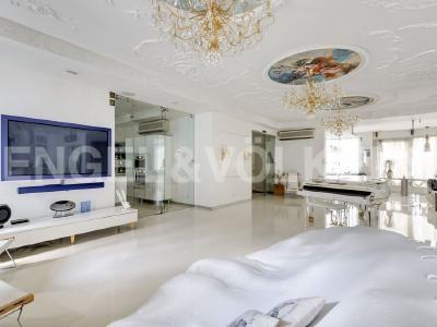 Продажа квартиры 194 м2 Б. Морская ул., д.4