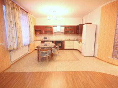 Аренда квартиры бизнес-класса 110 м2 Композиторов ул., д.4