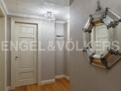 Продажа квартиры 306 м2 Парадная ул., д.3