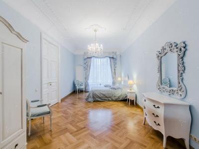 Аренда квартиры 304 м2 Кирочная ул., д.6